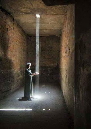 De kras op de ziel is de plek waar het licht naar binnenvalt.